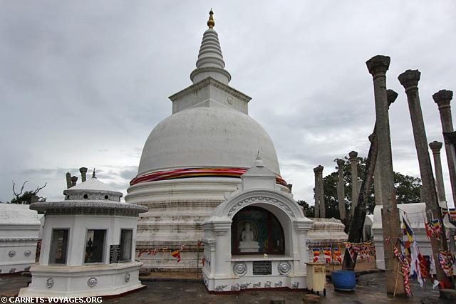 Dagoba de Thuparama Anuradhapura Sri Lanka