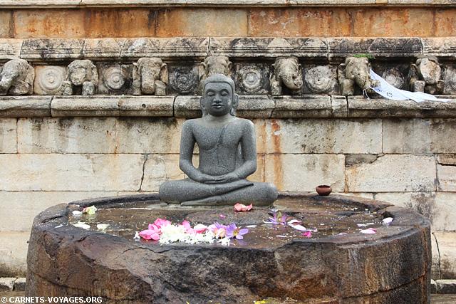 Anuradhapura temple bouddha Sri Lanka