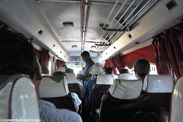Bus intercity express Kandy Dambulla Triangle Culturel