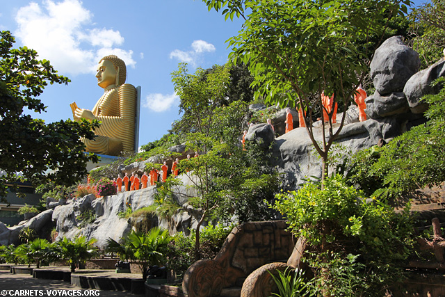 Bouddha temple d'or Dambulla Triangle Culturel Sri Lanka