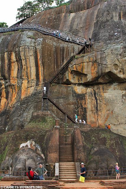Sigiriya Sri Lanka escalier pattes lion