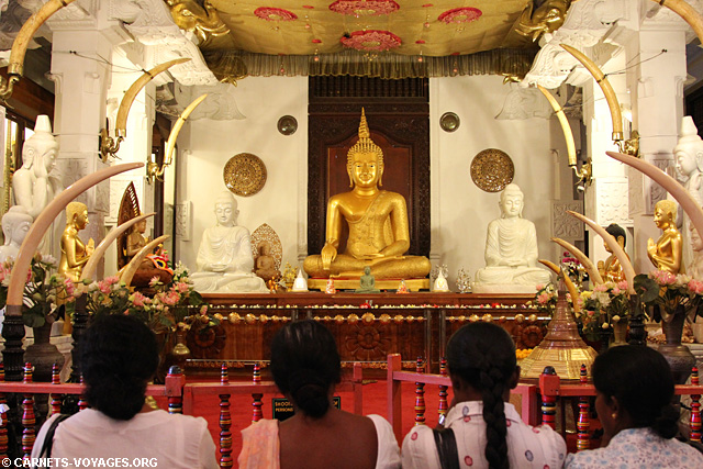 Temple de la Dent de Bouddha Kandy Sri Lanka