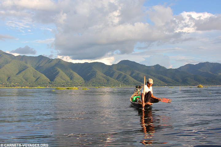 Pecheur lac Inle Birmanie