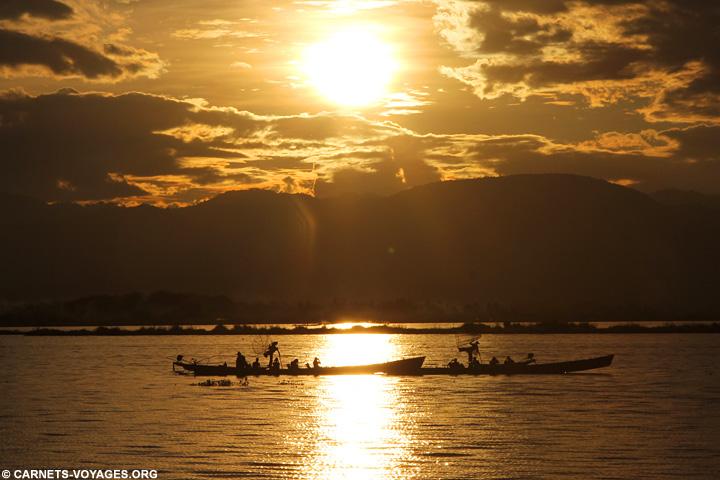 Coucher de soleil lac Inle Birmanie