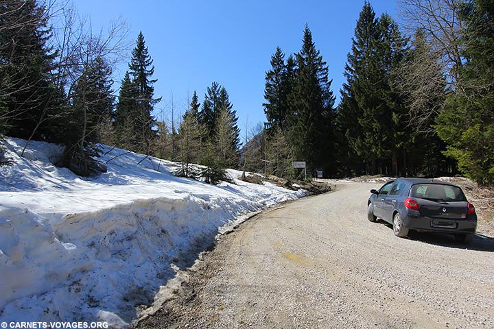 Ma voiture sur la route vers Logarska Dolina en Slovénie