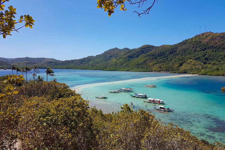 Island hopping tour B El Nido snake island