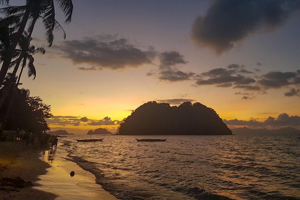 Coucher de soleil plage Las Cabanas Beach El Nido Philippines