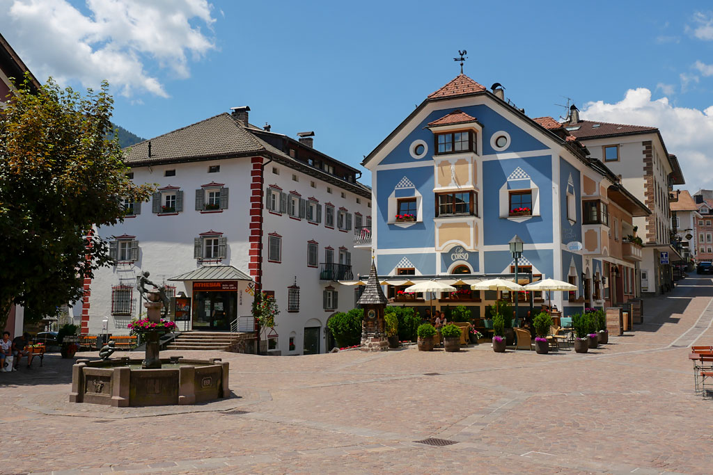 Village Ortisei Dolomites Italie