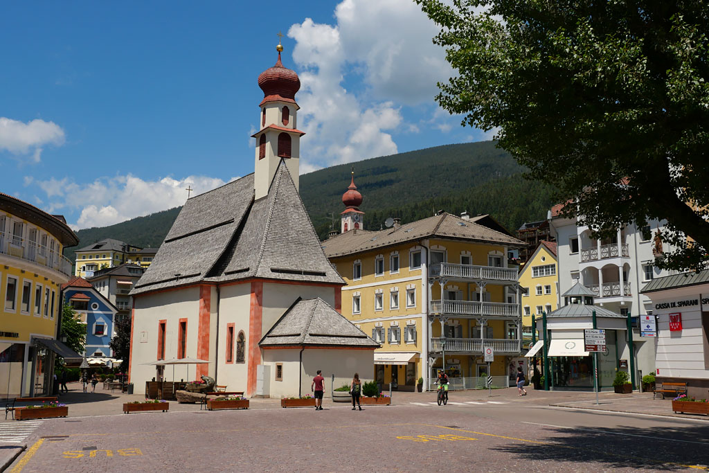 Village Ortisei road trip Dolomites Italie