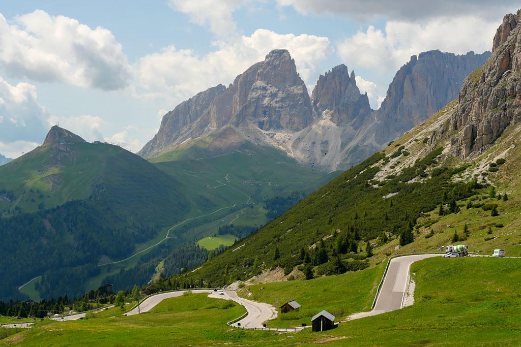 Passo Pordoi road trip Dolomites Italie