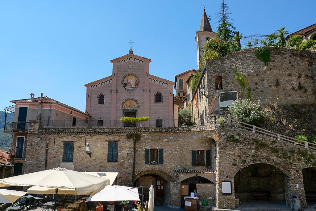 Place du village Apricale Italie