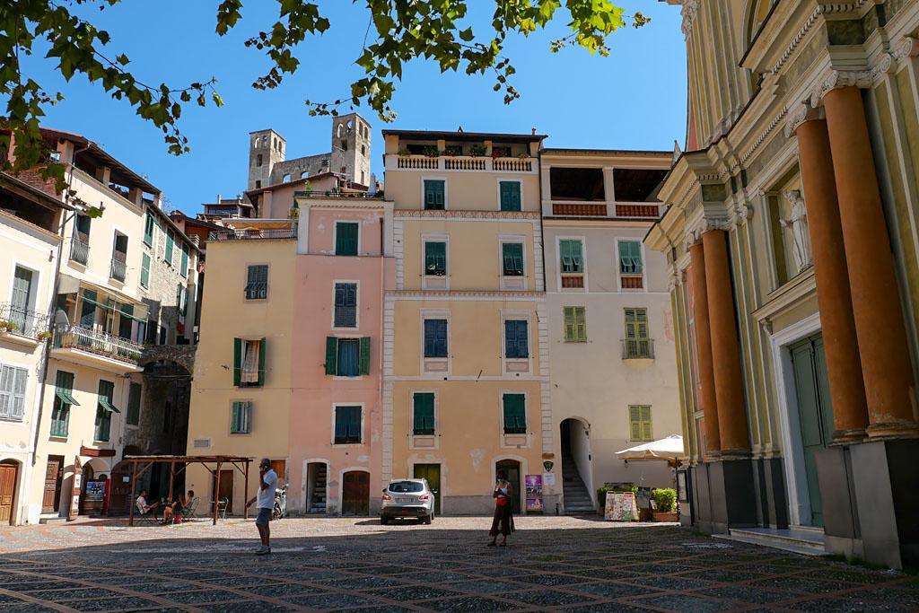 Place de l'église Dolceacqua Italie Ligurie