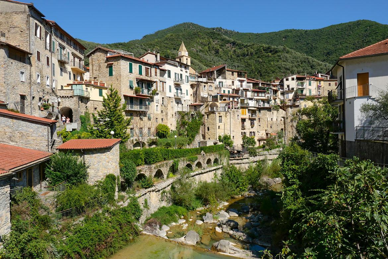 Village Rocchetta Nervina Italie