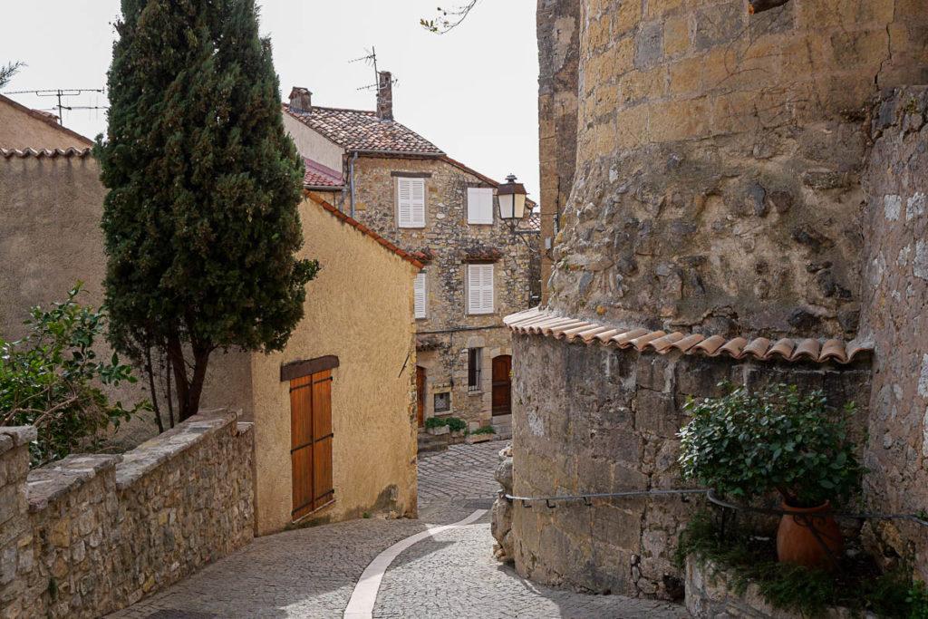 Village perché de Caillan dans le Pays de Fayence (Var)