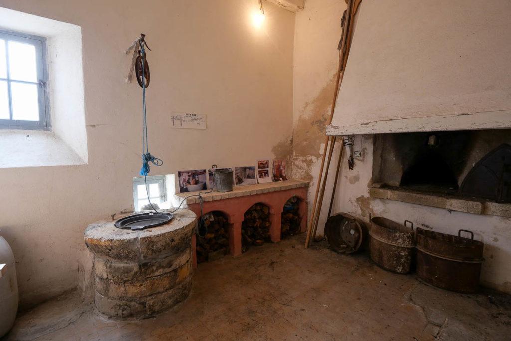 Citadelle d'Entrevaux cuisine puit