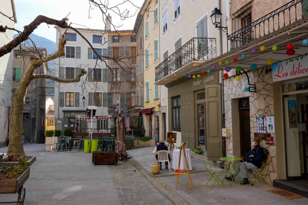 Place mairie village médiéval Entrevaux Alpes de Haute Provence