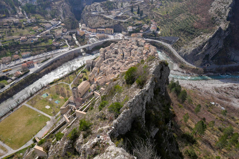 Vue sur le village d'Entrevaux depuis la Citadelle