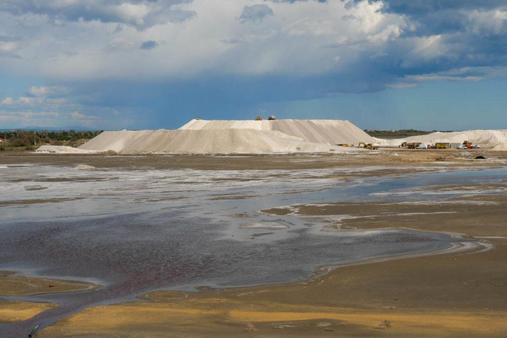 Point de vue du sel salin de giraud montagne de sel
