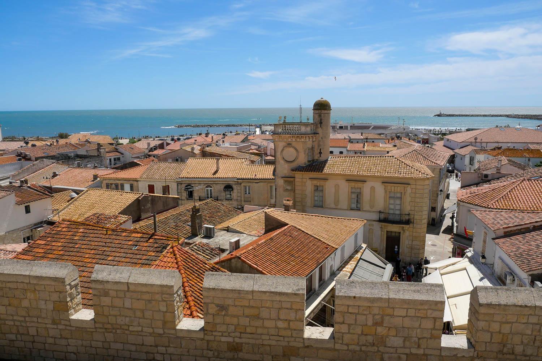 Vue depuis le toit de l'église sur les Saintes-Maries-de-la-Mer