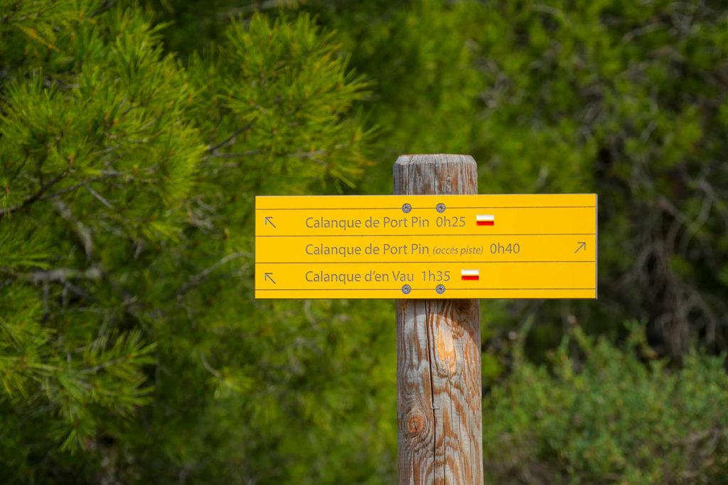 panneau itineraire calanque port pin marseille cassis