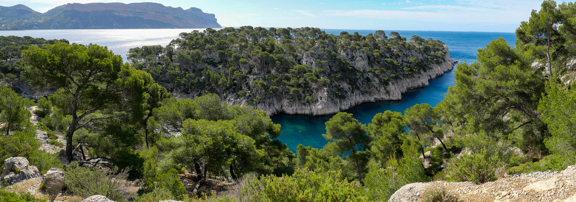Photo panoramique sur la calanque de port pin marseille