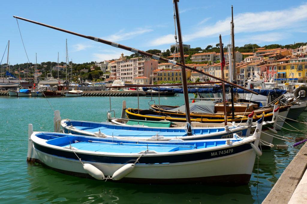 Port de cassis avec ses bateaux pointus provence france