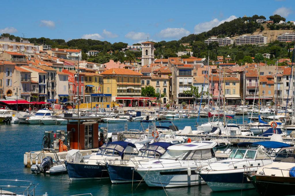 Port de cassis avec ses bateaux provence france