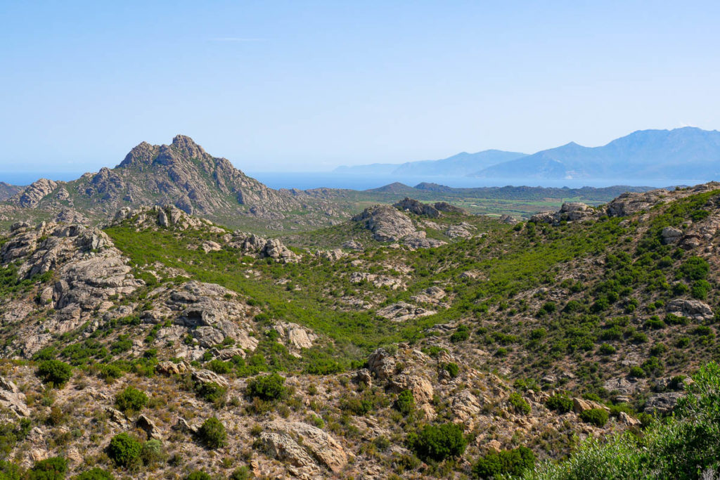 Désert des Agriates route entre Saint-Florent et Calvi Corse