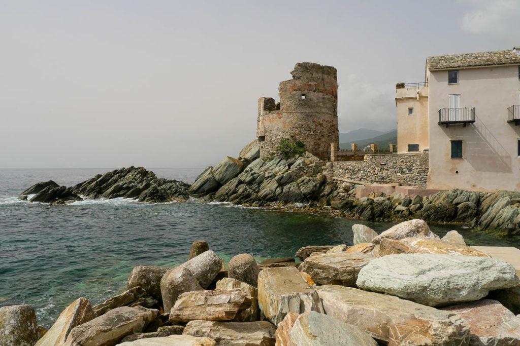 Tour génoise village Erbalunga Cap Corse