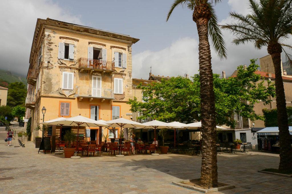 Village Erbalunga façade immeuble décrépie Cap Corse