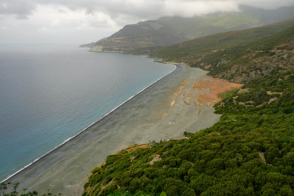 Plage sable noir Nonza Cap Corse