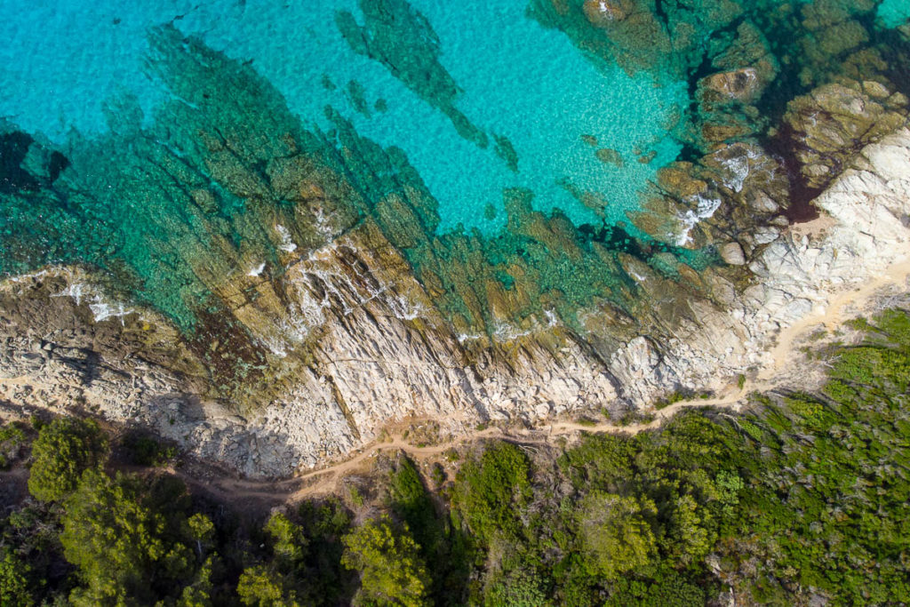 Sentier du littoral entre les plages du Lotu et de Saleccia désert des Agriates vue drone Corse