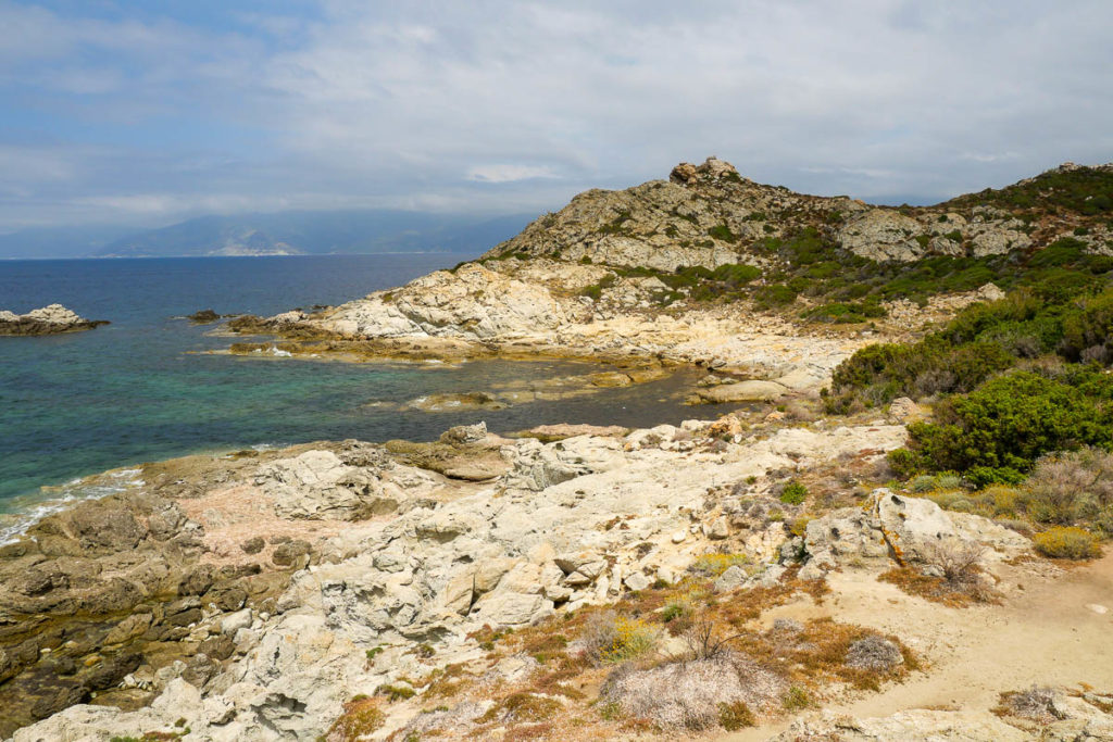 Sentier du littoral entre les plages du Lotu et de Saleccia désert des Agriates Corse