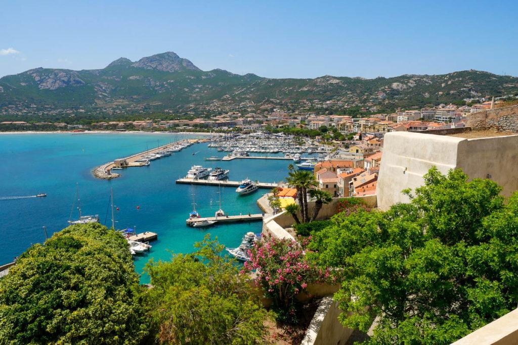 Vue depuis la Citadelle sur le port de Calvi Corse