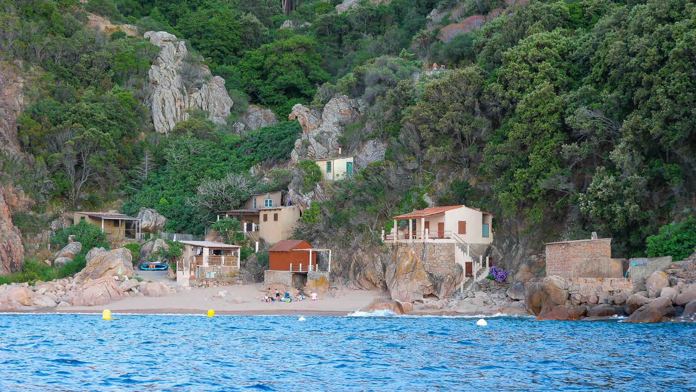 Marine et plage de Ficajola en Corse France