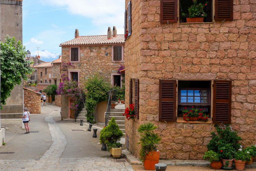 Ruelles et maisons du village de Piana en Corse