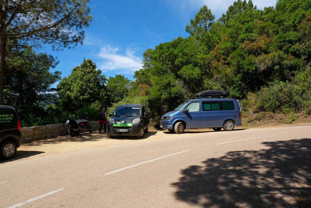 Point de départ sur la route vers les cascades de Purcaraccia en Corse