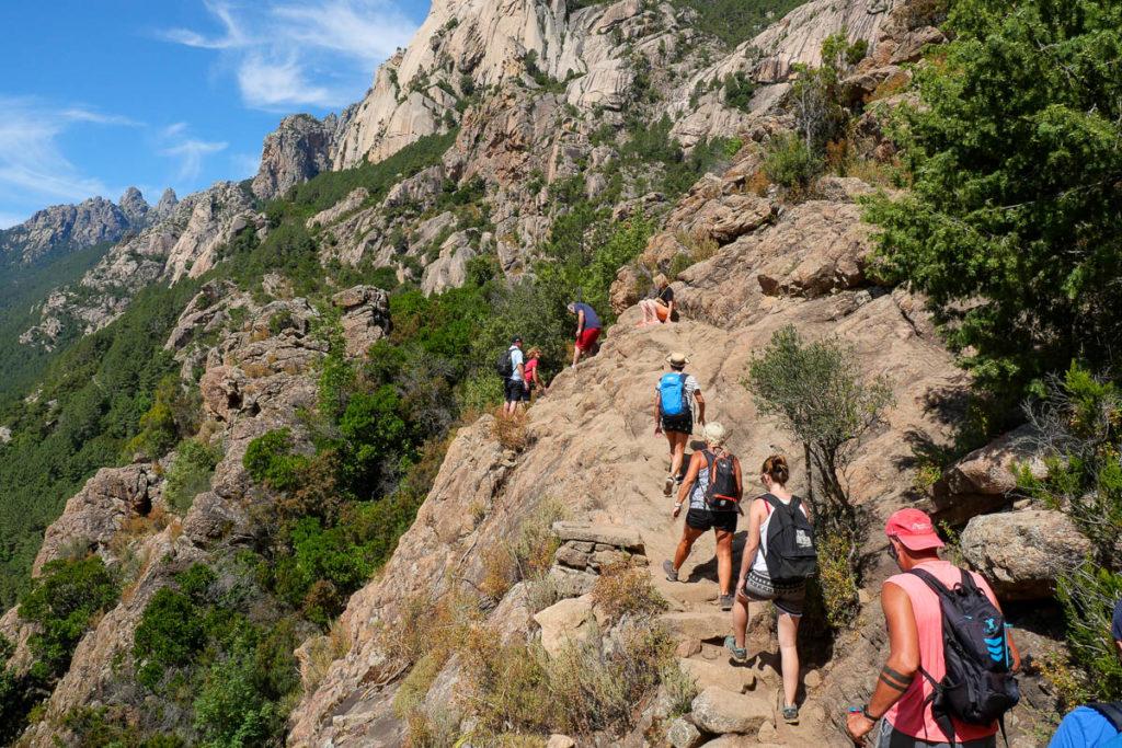 Sentier itinéraire aux cascades de purcaraccia en corse